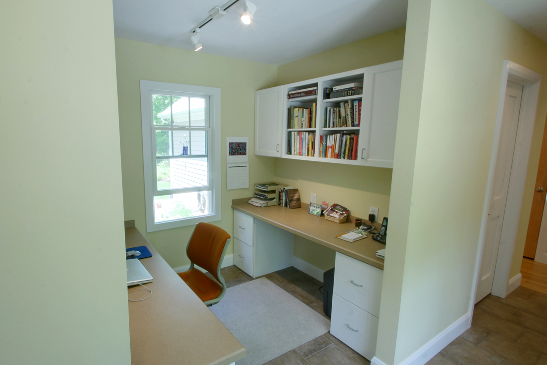 new england cottage home office