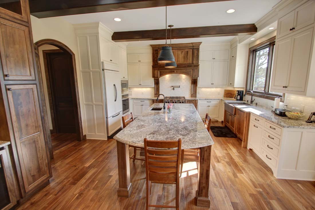 traditional custom home kitchen