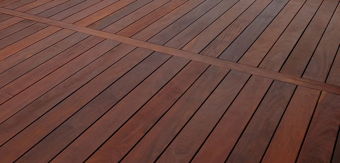 choosing outdoor deck material